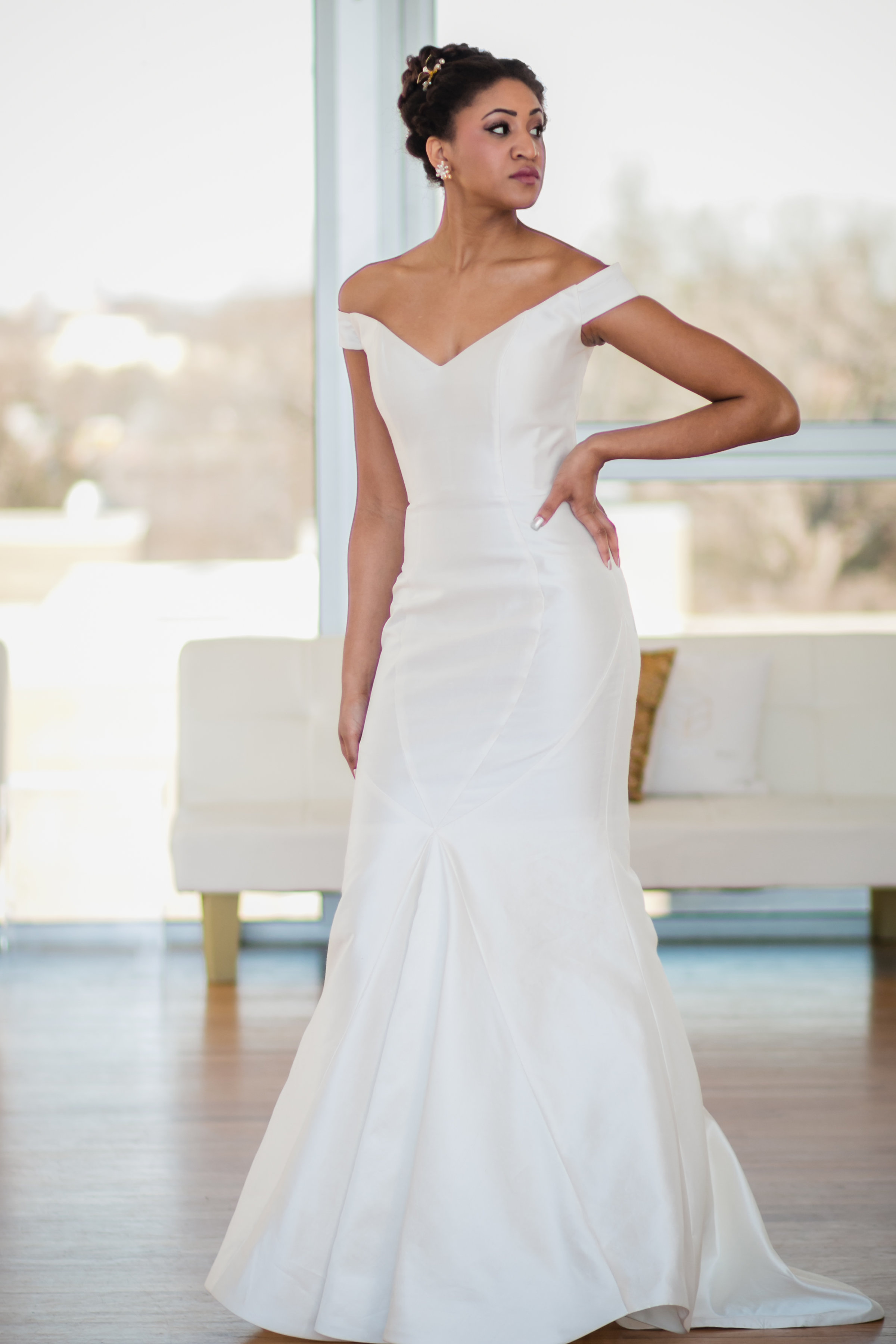 Tulle ny for the glamour brides gilded bridal for Wedding dress trunk shows